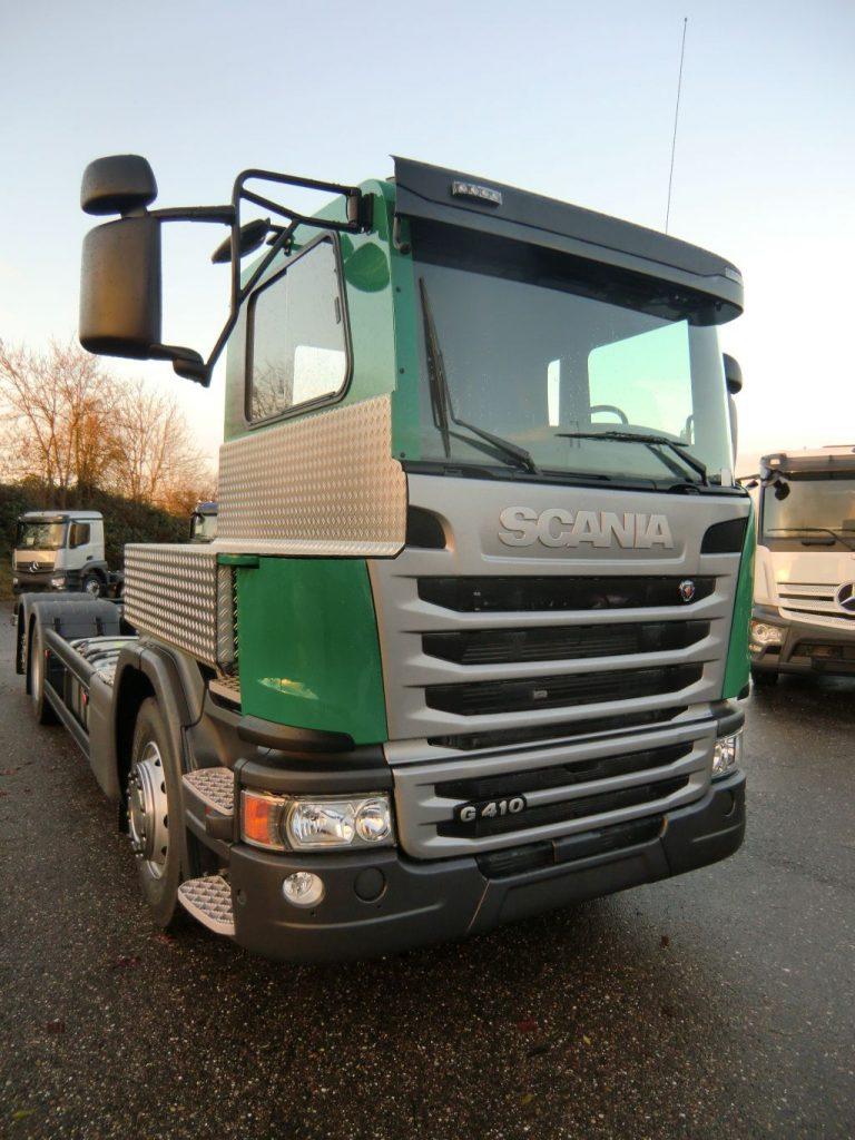 Scania Halbschnitt fest am Fahrerhaus